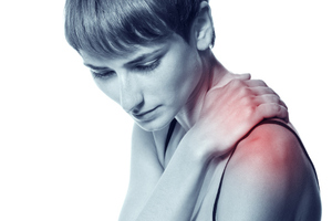 Хрустит плечо при вращении и болит