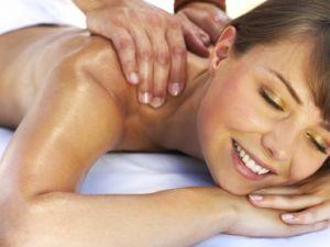массаж плечей