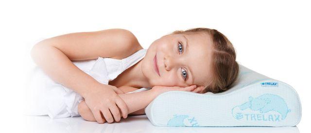 Девочка на подушке