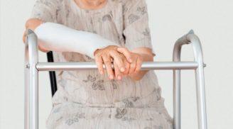 перелом руки у стариков