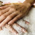 руки в соли