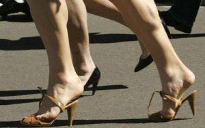 избегать каблуков