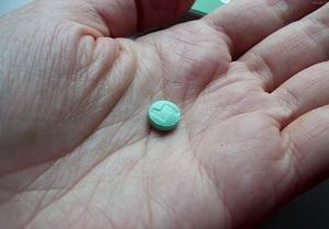таблетка на руке