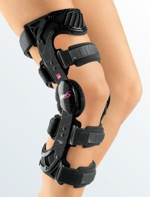 жесткий коленный ортез