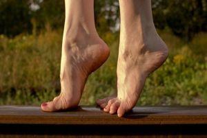 На носочках
